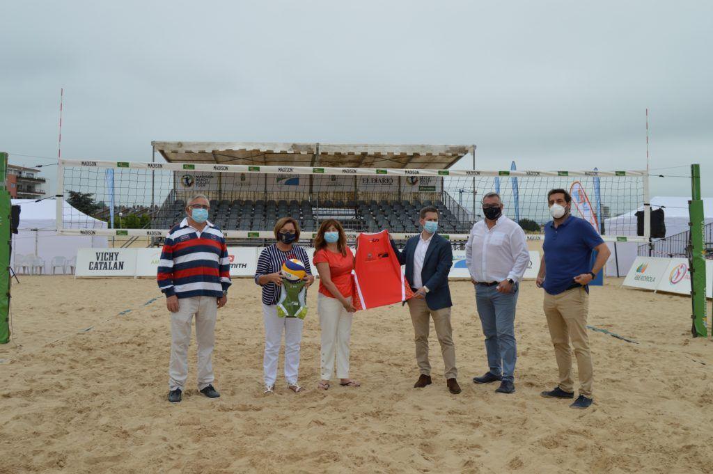 Arranca el Laredo International Open en 'la catedral' del vóley playa